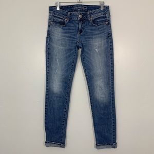 American Eagle | Light Wash Distressed Skinny Jean